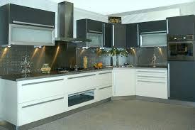cuisine blanc et grise cuisine blanc gris deco cuisine blanche mur gris et jaune