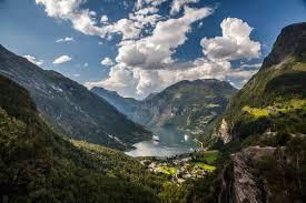 norwegian lake in mountains 5616 x 3744 mountains