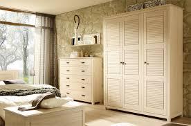 armoire de chambre à coucher awesome meuble chambre en bois massif gallery design trends 2017