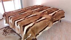 tappeti di pelliccia coperta di pelliccia di antilope o gazzella su secondamano it