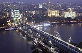 hungerford bridge a008 00623 hungerford bridge is the only london crossin