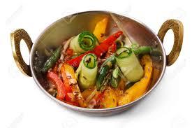 fond blanc cuisine plat végétalien et végétarien salade de légumes épicés dans un bol