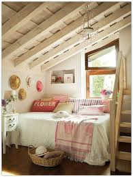jugendzimmer dachschräge einrichtungsideen jugendzimmer dachschräge treppe bett dekokissen