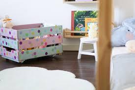 stauraum kinderzimmer kinderzimmer aufräumen diy spielzeugkiste und weitere stauraum ideen