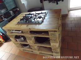 cuisine à la poele comptoir de cuisine avec un poêle en palettesmeuble en palette