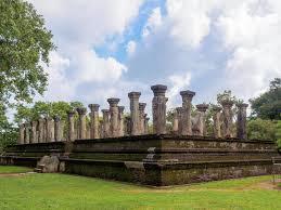 chambre du conseil la chambre du conseil antique du roi sri lankais dans polonnaruwa