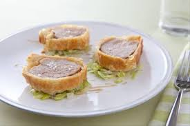 cuisine filet mignon de porc recette de filet mignon en croûte feuilletée fondue de poireaux