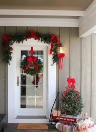 Elegant Decor 38 Welcoming Christmas Front Porch Décor Ideas Digsdigs
