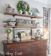 how to quickly and easily keep shelves decorated as the seasons
