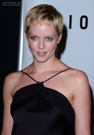 gamine hairstyles for mature women marley shelton sporting a short gamine pixie haircut
