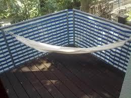 h ngematte auf balkon hängematte an balkon welche haken befestigen karabiner