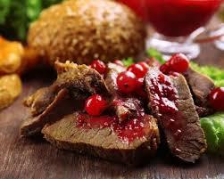 cuisiner les airelles recette filet de chevreuil aux airelles et chignons