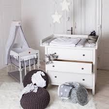 commode chambre bébé ikea mobilier bébé la table à langer fonctionnelle en bois nursery