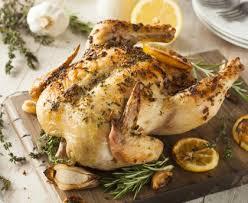cuisiner un poulet entier poulet rôti au citron et à l ail recette de poulet rôti au citron