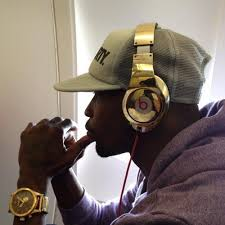 best black friday deals on beats by dre headphones chad ochocinco buys entire patriots team custom gold plated beats