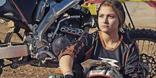 pro female motocross riders this iranian biker is about to become your new instagram