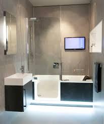 komplettes badezimmer přes 25 nejlepších nápadů na téma badewanne mit einstieg na
