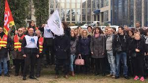 banque populaire loire et lyonnais siege social isère manifestation des salariés de la banque populaire à corenc