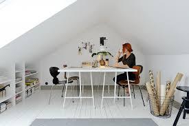 bureau sous combles inspirations un bureau à la maison auguste
