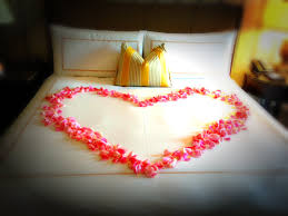 Valentine S Day Room Decorating Ideas Pinterest by Rose Petals On Your Four Seasons Bed U003d The Ultimate Romantic