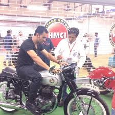 hellcat x132 dhoni in photos ms dhoni spotted on the roads of mumbai sportswallah