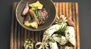 cuisiner les blancs de seiche des blancs de seiche et cèpes poêlés émulsion persillée