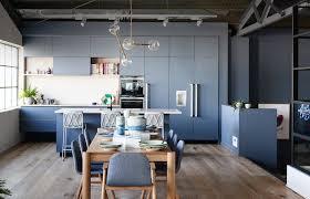 cuisine en bois gris cuisine bleu gris canard ou bleu marine code couleur et idées de