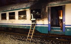 carrozze treni in fiamme carrozza treno regionale per ravenna romagnanoi