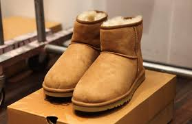 ugg boots may cause serious knee injuries which need surgery