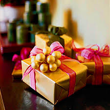 Beautifully Wrapped Gifts - decorating tablescapes traditional home