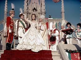 robe de mari e sissi romy schneider joue le mariage de sissi et de l empereur françois