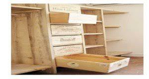 fabriquer un bureau en bois fabriquer des étagères avec des caisses en bois de récup deco cool