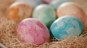 cheap easter eggs creative ways to dye easter eggs from better homes and gardens