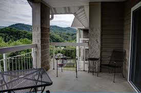 pigeon forge vacation rental wp352 condo pigeon forge whispering pines condo 352