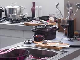 indispensable cuisine indispensable dans une cuisine la cocotte staub est aussi bien un