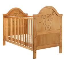 chambre bebe en bois chambre enfant lit bebe bois clair deco giggle 20 idées