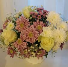 White Roses In A Vase Flowerandballooncompany Com Blog Archive White Roses Purple