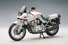 suzuki motorcycle highly detailed autoart diecast model motorcycle silver suzuki gsx