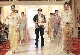 Wedding Cake Palembang Inspirasi Kebaya Modern Dengan Kemewahan Songket Palembang