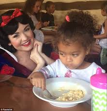Little White Girl Meme - snow white interrupts girl eating mac and cheese meal daily mail