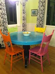Painted Kitchen Table And Chairs by Distressed Round Country Kitchen Table Vintage Hip Décor