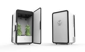 leaf is a u201cplug n u0027 plant u201d box to automatically grow pot in your
