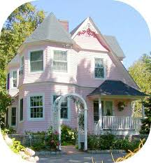 Small House Exterior Paint Schemes by Best 25 Pink Houses Ideas On Pinterest Pastel House Victorian