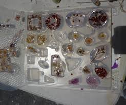 making resin jewelry 9 steps