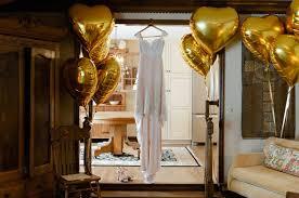 gold balloons wedding trends gold balloons