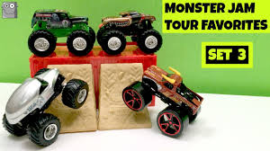 grave digger 30th anniversary monster truck toy monster jam tour favorites set 3 grave digger el toro loco nea