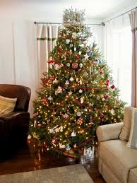 modern color combinations and ornaments for tree