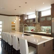 grand ilot de cuisine idée relooking cuisine grand îlot contemporain avec comptoir de