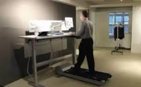 sous le bureau des appareils pour faire du sport au bureau
