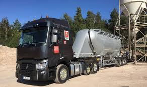 mitsubishi mini truck lifted renault trucks to display mini mid lift range t at tip ex and tank